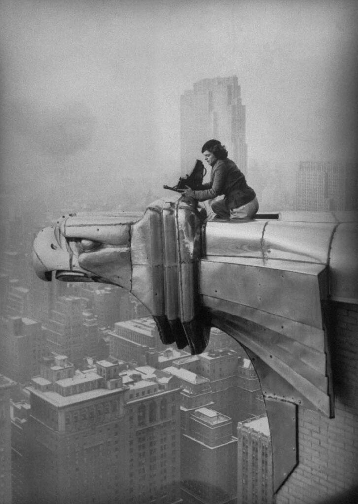 Margaret Bourke-White al lavoro in cima al grattacielo Chrysler, New York City